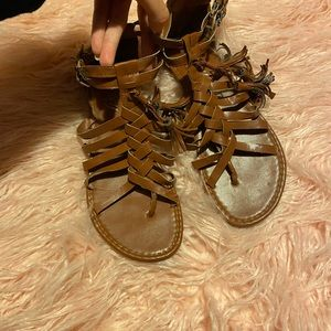 GoJane Shoes - ❤️ NEW ✨ Tan sandals